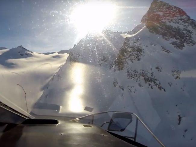 Video: Tragická zrážka vrtuľníka s lietadlom: Záchranári zverejnili najnovšie zábery