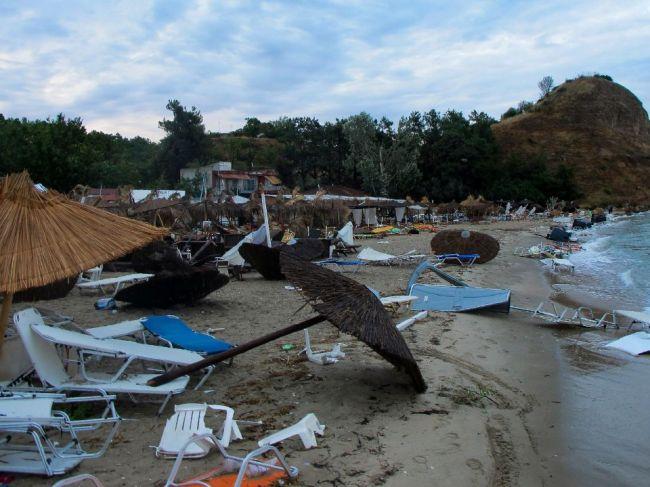 Počet obetí búrky v Grécku stúpol, sú medzi nimi Slováci?