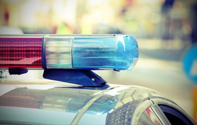 Nadrogovaný slovenský motorista chcel ujsť rakúskym policajtom, narazil do pumpy