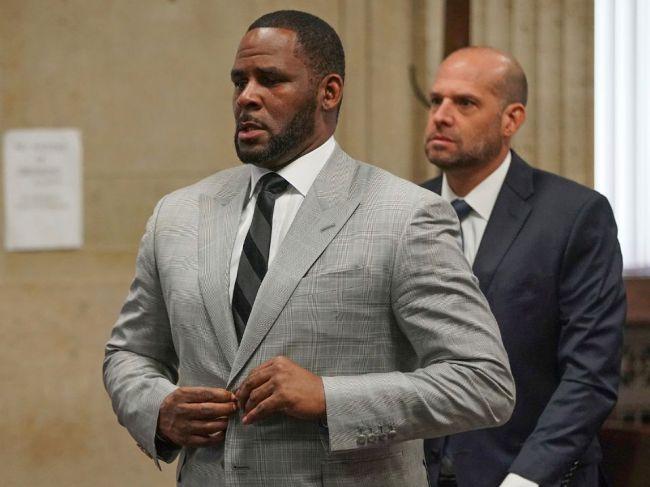 Speváka R. Kellyho zadržali pre obvinenia zo sexuálneho obťažovania