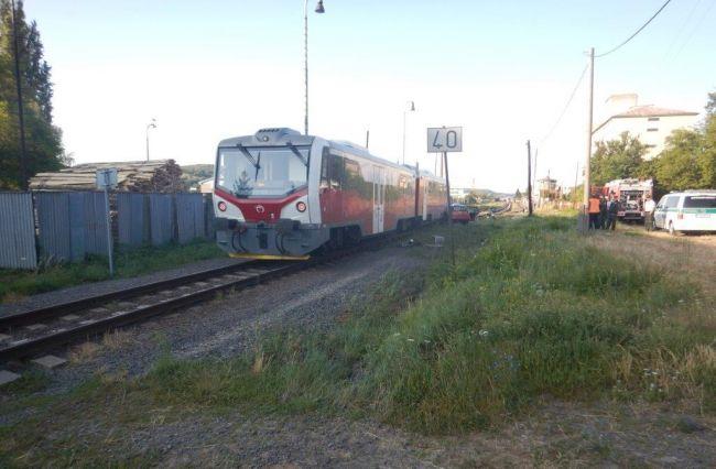 Na železničnom priecestí došlo k zrážke vlaku s autom