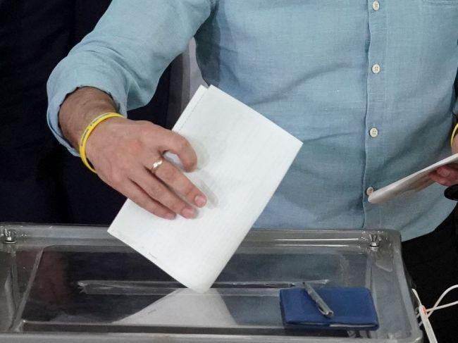 Ukrajina: V prvých povolebných odhadoch vedie Zelenského strana so 44 percentami