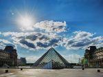 Preplnené parížske múzeum Louvre zavedie pre návštevníkov povinné rezervácie