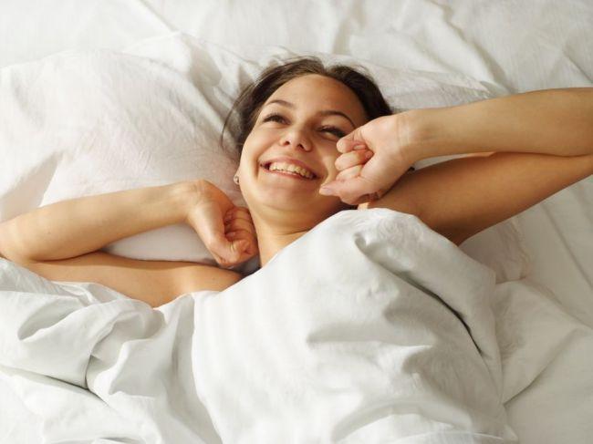 Týchto 9 zmien vás čaká, ak začnete pravidelne spávať aspoň 8 hodín za noc