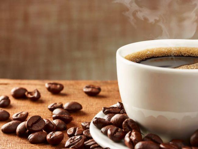 Toľkoto šálok kávy za deň zvyšuje riziko migrény