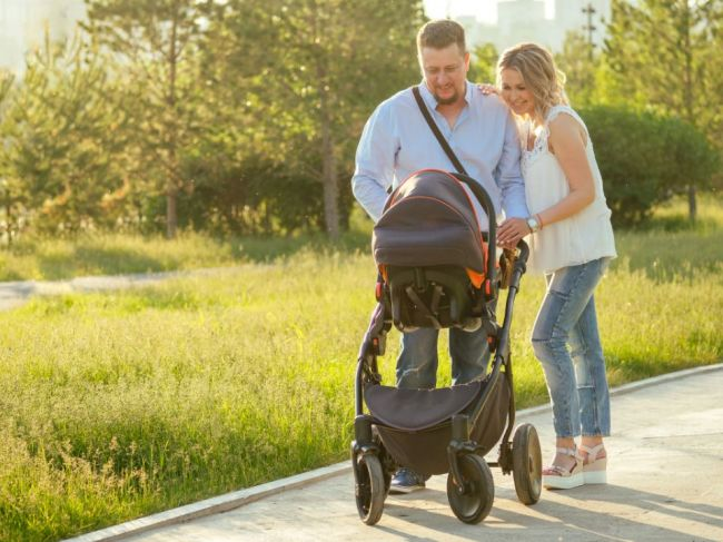Každý desiaty dôchodca a ôsmy rodič na Slovensku si musí privyrábať