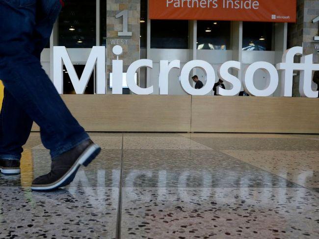 Najväčšou firmou sveta je Microsoft, z prvej pozície vytlačil Apple