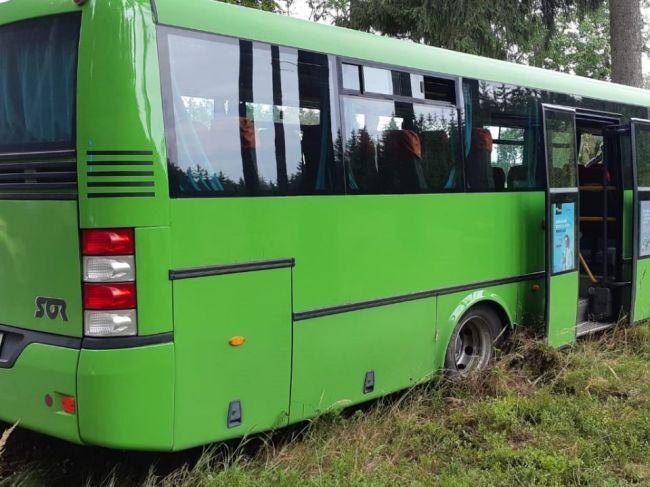 Pri nehode autobusu sa zranilo 14 ľudí