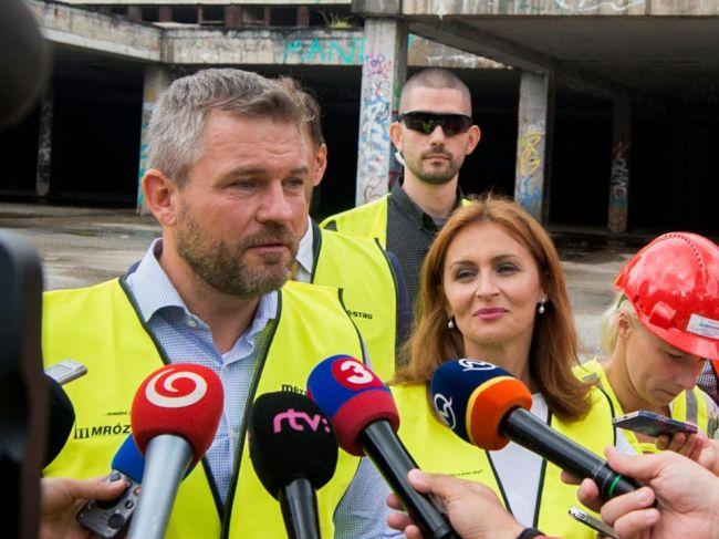 Pellegrini pripustil, že o forme reformy slovenských nemocníc sa ešte uvažuje