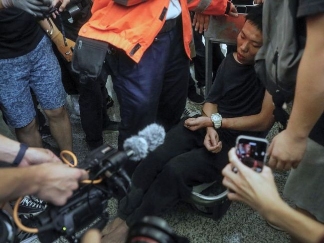 Čína údajne presúva vojská k hraniciam Hongkongu