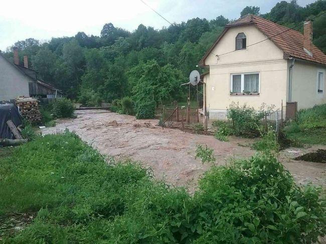 Výdatný dážď zaplavil niektoré obce