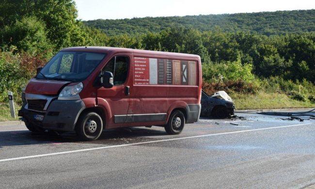 Vodička spanikárila po vletení včely do vozidla, auto zhorelo do tla
