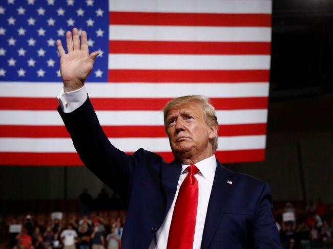 Trump na prvom mítingu po streľbách hovoril o zatváraní nebezpečných ľudí