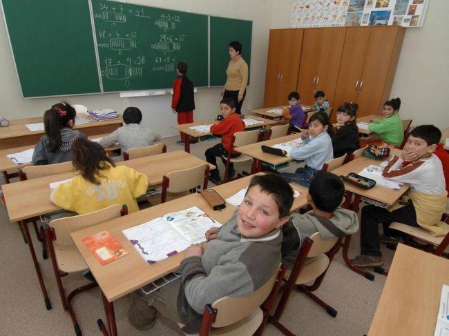 Učiteľov od práce v školstve odrádza aj správanie detí, tvrdia riaditelia škôl