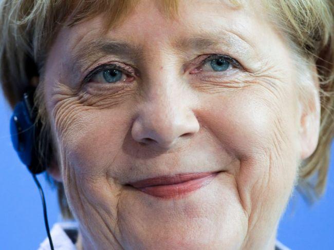 Merkelová chce obnoviť európsku misiu na záchranu migrantov na mori