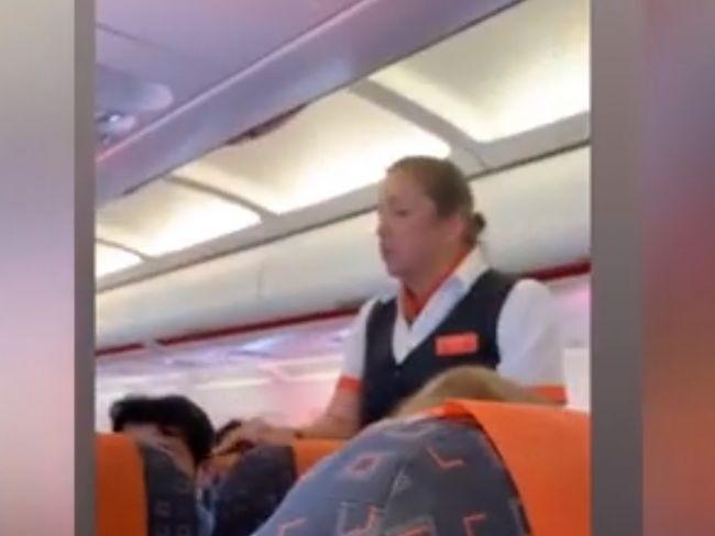 Video: Letuška sa rodičom vyhrážala poplatkom, ak si neusadia dieťa