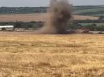 Video: Traktorista narazil na funkčnú mínu