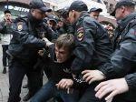 Moskva: Stúpenci opozície uskutočnili na viacerých miestach tiché protesty