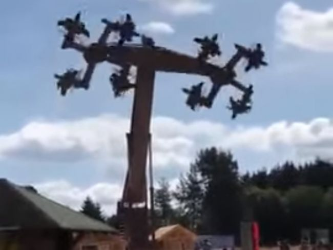 Video: Kolotoč v zábavnom parku museli uzavrieť, pripomínal vraj hákové kríže