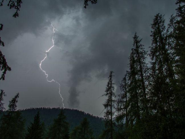 Turistov v Tatrách zasiahol blesk