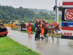Po štvrtkovej búrke v Tatrách evidujú už takmer 140 zranených