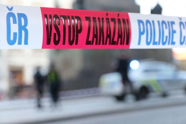 Dvaja ľudia vážne zranení po útoku nožom na ulici, podozrivého má polícia