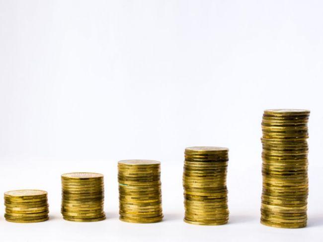 Analytici: Platy nahor by mohol ťahať verejný sektor i minimálna mzda
