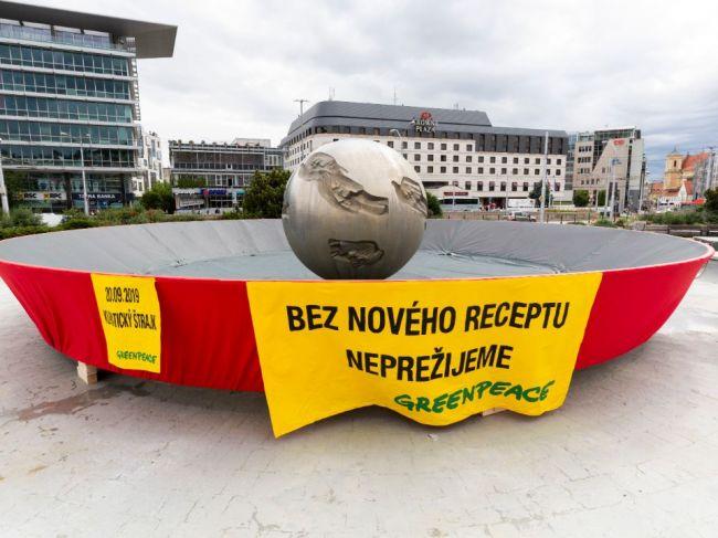 Panvica pred Prezidentským palácom má upozorniť na klimatickú krízu