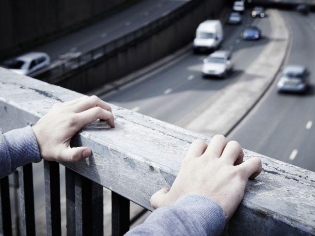 Fenomén samovrážd sa čoraz viac stáva súčasťou rozhovorov na linkách dôvery
