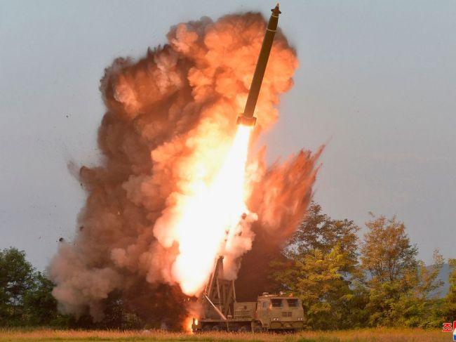 KĽDR tvrdí, že otestovala zariadenie na odpaľovanie rakiet veľmi dlhého doletu