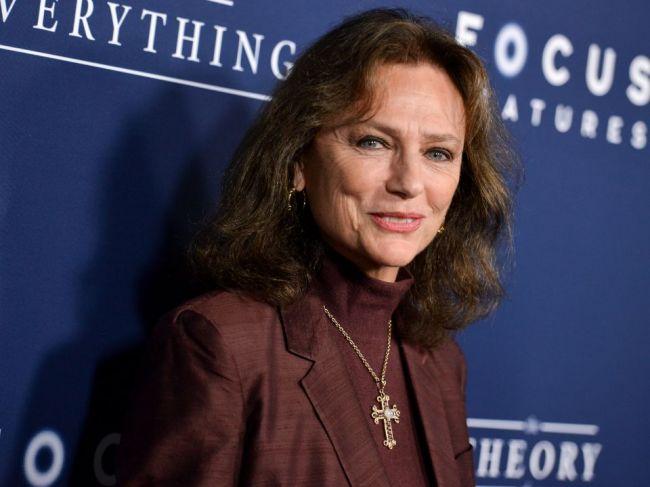 Britská herečka Jacqueline Bissetová má 75 rokov