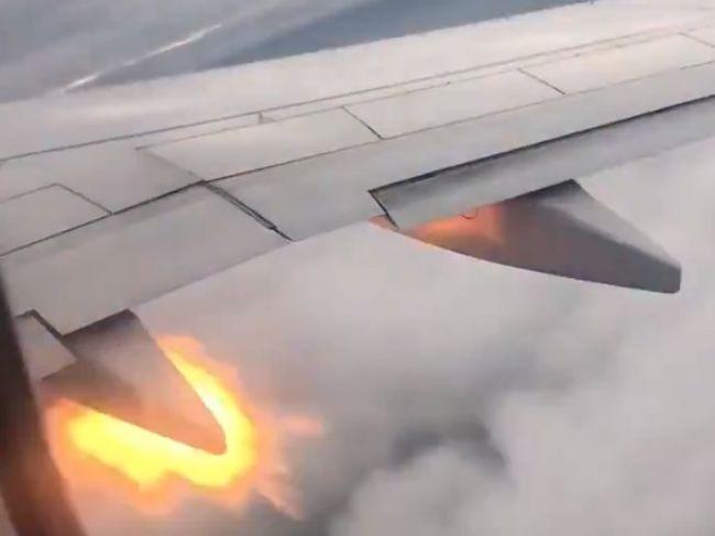 Video: Ďalšie lietadlo s horiacimi motormi. Cestujúci sa už lúčili s blízkymi