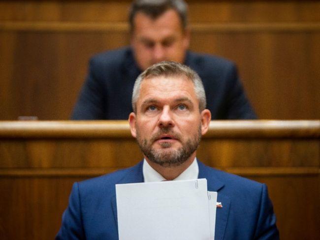 Premiér Peter Pellegrini zostáva vo funkcii