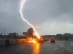 Šokujúce video: Do auta dvakrát udrel blesk