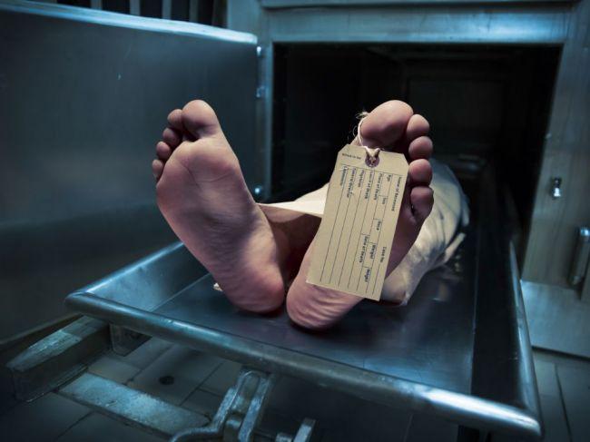 Telá zosnulých sa samovoľne pohybujú aj rok po smrti, hlásia forenzní vedci