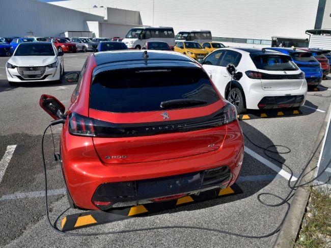 Na elektromobil štát prispeje dotáciou 8000 eur