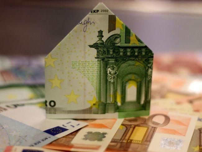 Banky avizujú od novembra zmeny cenníkov a poplatkov