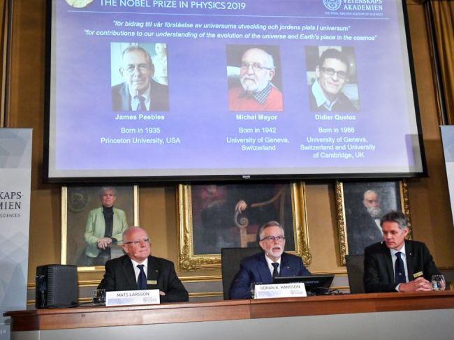 Nobelovu cenu za fyziku získali traja vedci za výskum vesmíru
