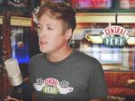 Video: Mladík zahral pieseň z Priateľov na mólovej stupnici. Z jeho verzie vám padne sánka