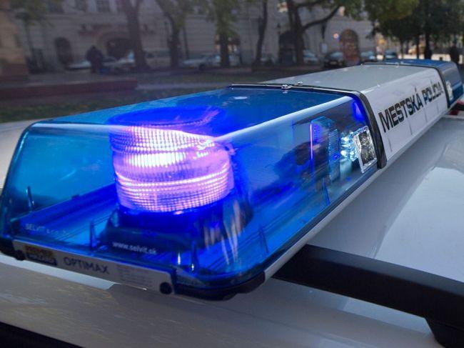 Neznámy muž chcel žene vytrhnúť dieťa z rúk, polícia hľadá svedkov