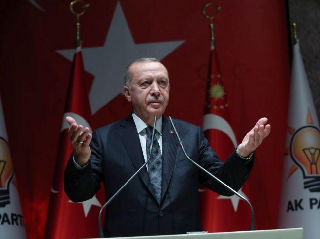 Erdogan pohrozil EÚ, že sýrskym utečencom otvorí brány do Európy