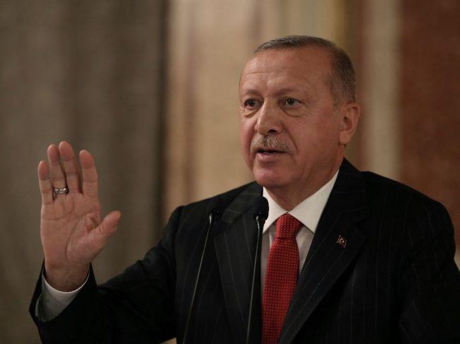 Francúzsko pozastavilo vývoz zbraní Turecku pre ofenzívu v Sýrii
