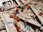 Video: Po zrútení budovy v meste Fortaleza hlásia mŕtveho a 9 nezvestných