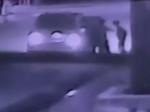Video: Ženu vtiahli do auta traja muži. Jej hrozný osud zachytila kamera