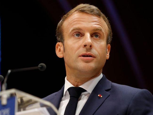 Macron: NATO sa nachádza v stave