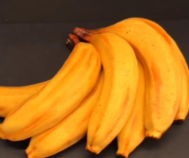 Video: Toto v skutočnosti nie sú banány. Ich vnútro je omnoho sladšie