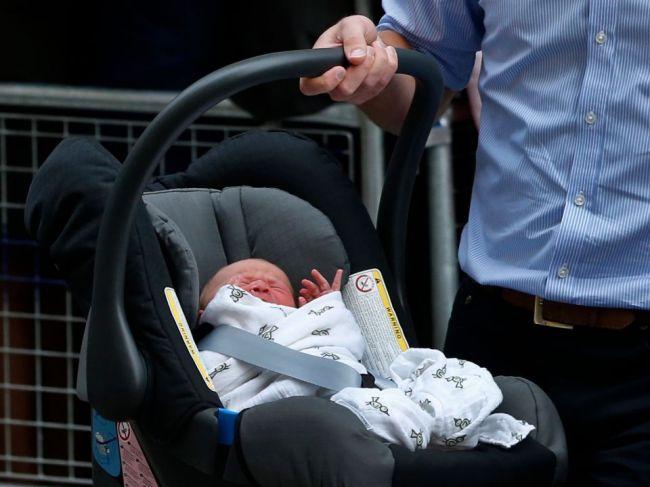 Autá v Taliansku musia mať zariadenie upozorňujúce na zabudnuté dieťa v sedačke