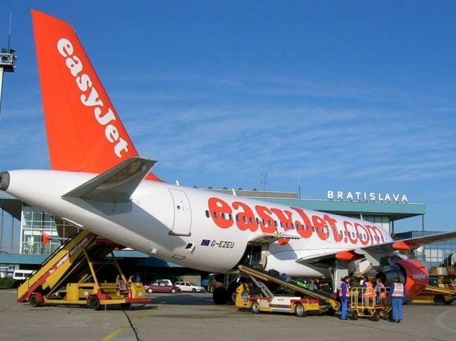 Vzletové a pristávacie pozície cestovky Thomas Cook kúpili aerolínie easyJet