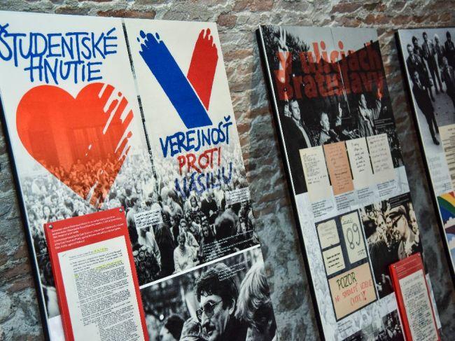 Aktéri revolúcie neboli pripravení vymeniť komunistov