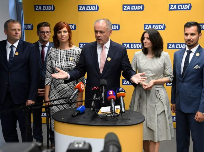 Voľby by na prelome októbra a novembra vyhral Smer-SD pred PS-Spolu